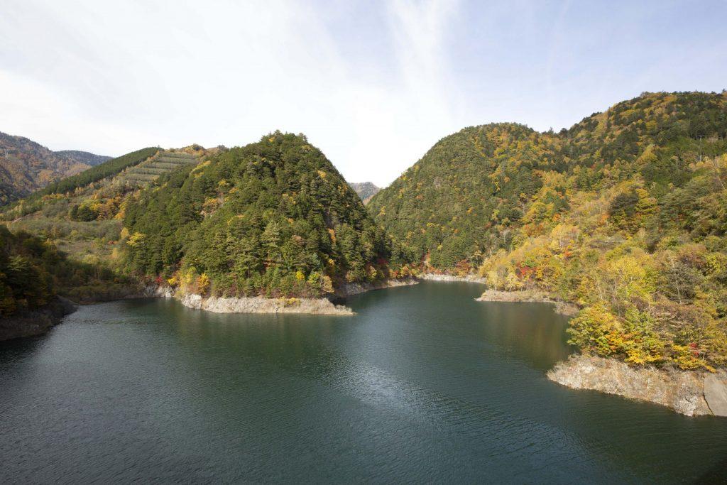 奥木曽湖 通称「鷹回りの岩場」