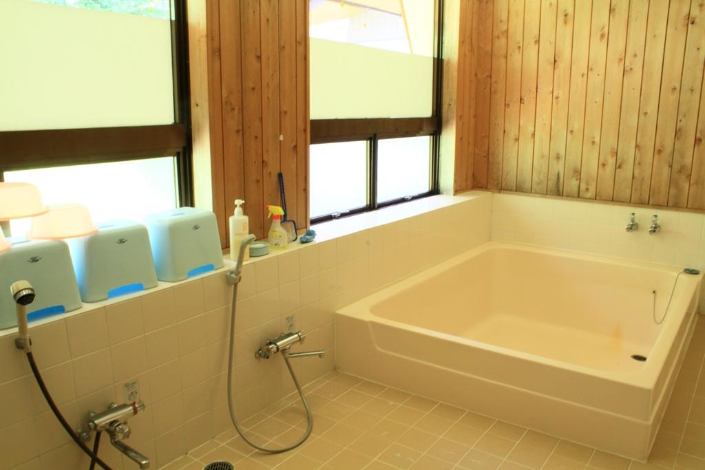 セミナーハウス 浴室・シャワーー